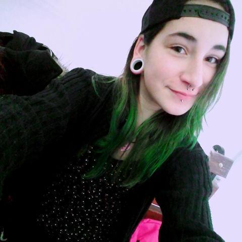 Rebeka, 20 éves társkereső nő - Apc