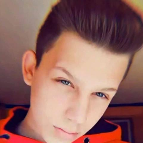 Bence, 19 éves társkereső férfi - Budaörs